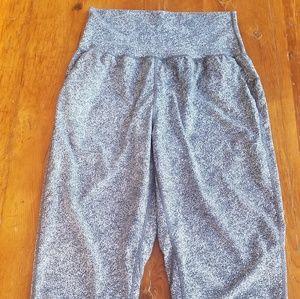 Lilulemon cropped loose pants.